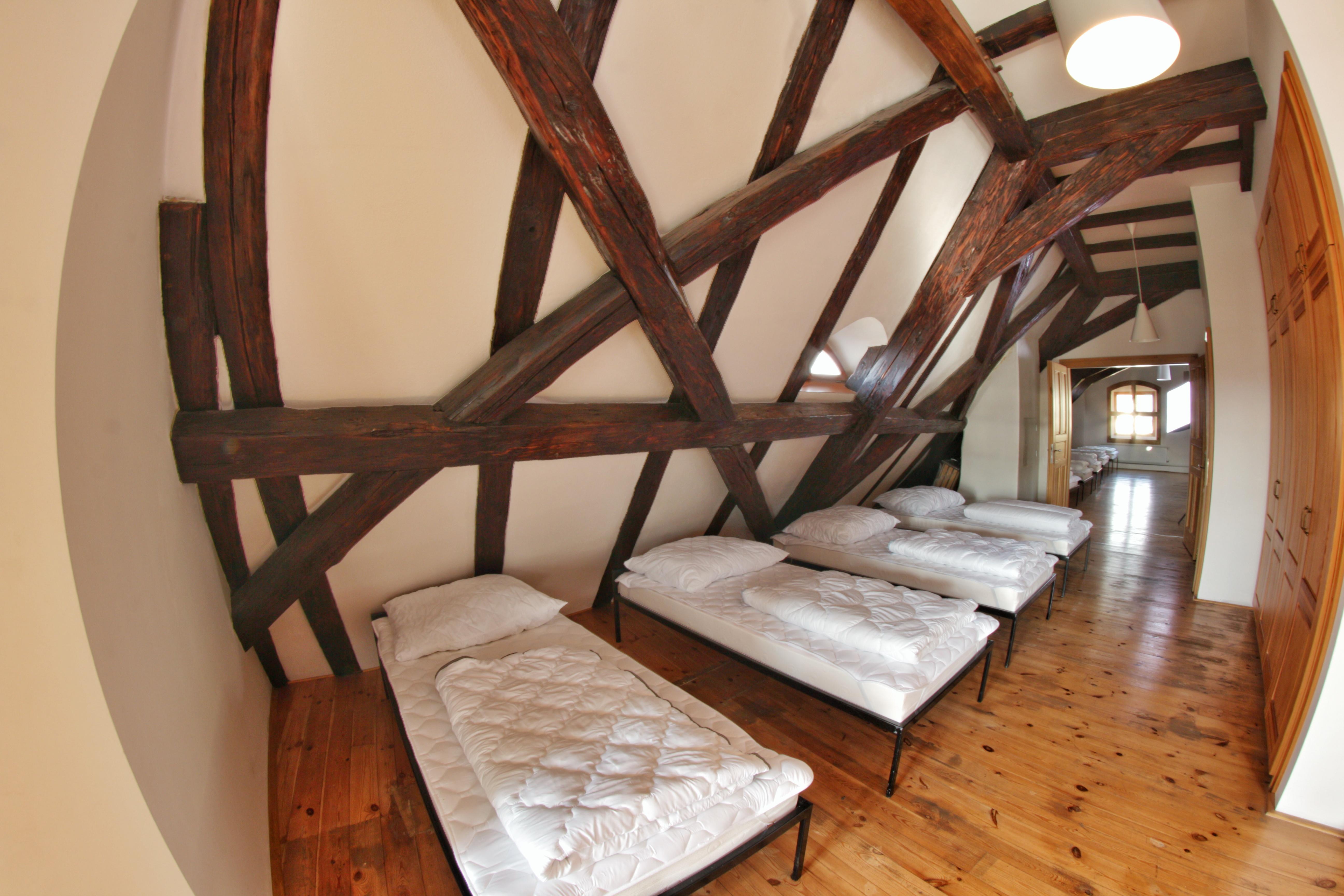 postele 15mix od vchodu