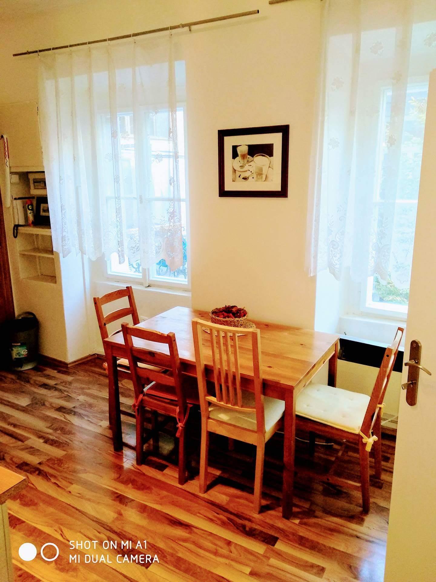 stol kuchyna